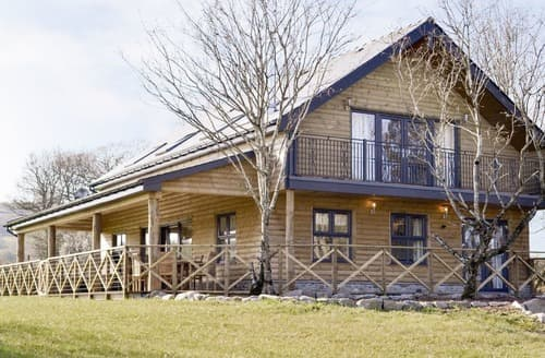 Last Minute Cottages - Wonderful Near Rhayader Lodge S163354