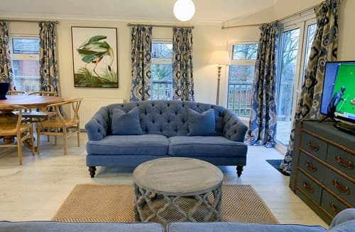 Last Minute Cottages - Dashwood Lodge