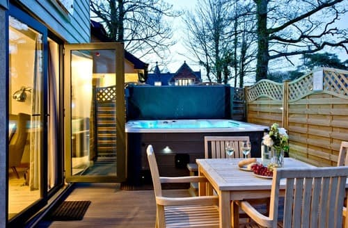 Last Minute Cottages - Courtyard Lodge 2 Spa