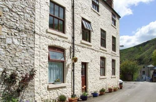 Dog Friendly Cottages - Charming Buxton Apartment S6743