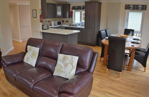 Last Minute Cottages - Delightful Littlehampton Lodge S111904