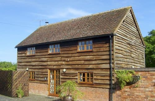 Last Minute Cottages - Charming Worcester Barn S2203