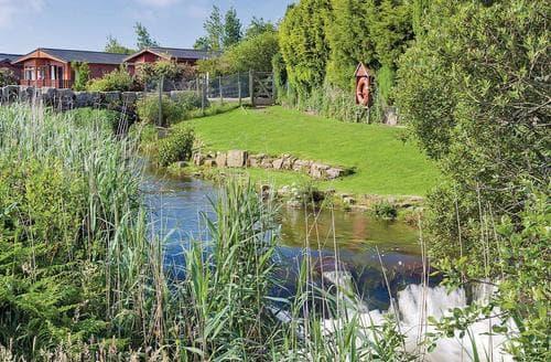Last Minute Cottages - Cosy Relubbus Lodge S138840