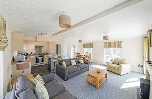 Last Minute Cottages - 2 bed lodge