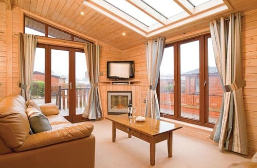 Last Minute Cottages - Rowans Deluxe Skyline Lodge