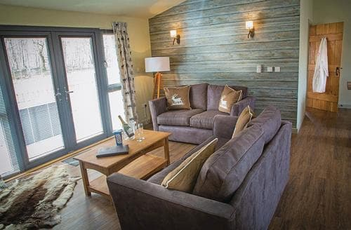 Last Minute Cottages - Rustic Lodge 2 (Pet)