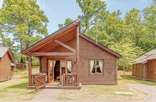 Last Minute Cottages - Cosy Tilford Lodge S120885