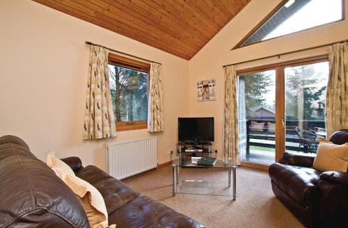 Last Minute Cottages - Luxury Fowlis Lodge S108250