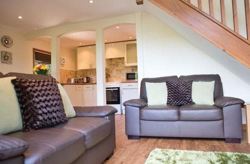 Last Minute Cottages - Woodland Lodge