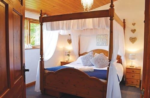 Last Minute Cottages - Redwood Boutique Lodge