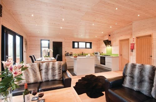 Last Minute Cottages - Luxury Hopton Heath Lodge S112149