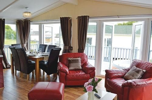 Last Minute Cottages - Cosy Llanfechell Lodge S137454