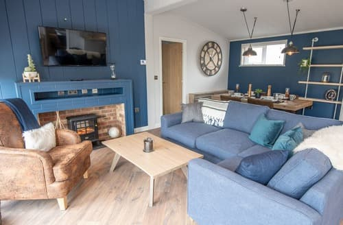 Last Minute Cottages - Hideaway Loft Plus