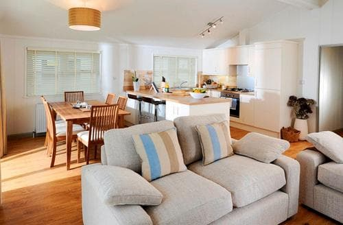 Last Minute Cottages - Cosy Cullompton Lodge S112447