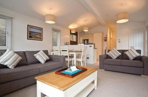 Last Minute Cottages - Lovely Mullion Cove Lodge S112415
