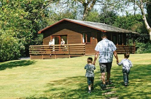 Last Minute Cottages - Inviting Ruthernbridge Lodge S112436