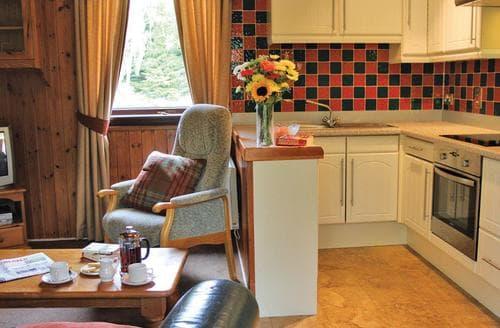 Last Minute Cottages - Cosy Carrbridge Lodge S111315