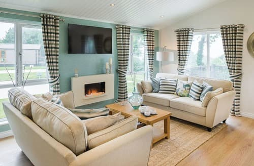 Last Minute Cottages - Charming Lake Windermere Lodge S128240