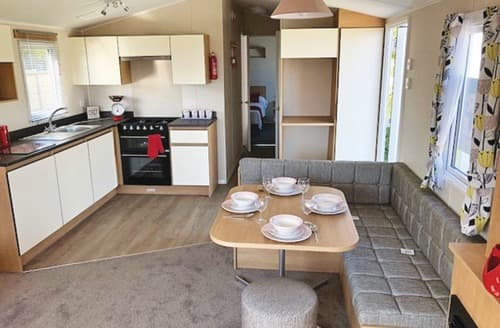 Last Minute Cottages - Cosy Boswinger Lodge S134700