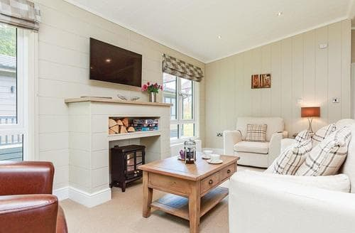Last Minute Cottages - Luxury Newton Saint Loe Lodge S113113