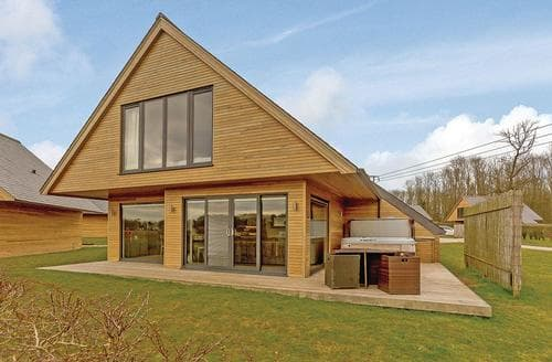 Last Minute Cottages - Millington Deluxe Lodge