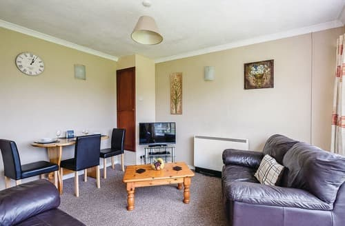 Last Minute Cottages - Tasteful Oulton Broad Lodge S106523