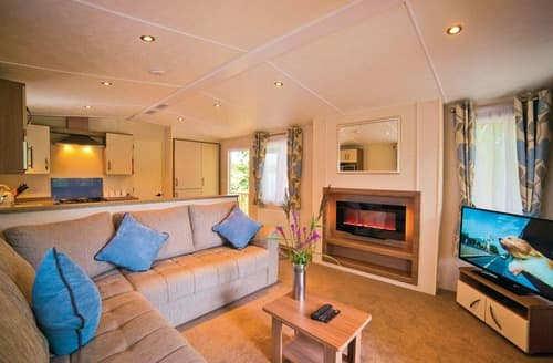 Last Minute Cottages - Luxury Chippenham Lodge S106103