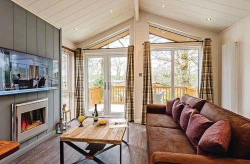 Last Minute Cottages - Charming Holton Heath Lodge S120795