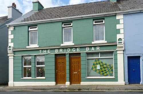 Last Minute Cottages - The Bridge Bar