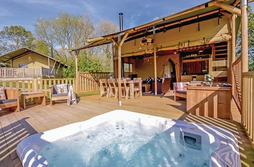 Last Minute Cottages - Inviting Narberth Lodge S108286