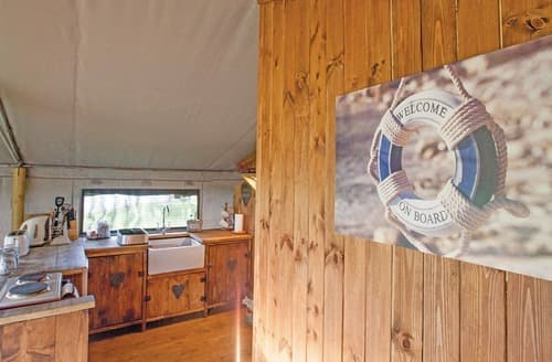 Last Minute Cottages - Deluxe Safari Lodge