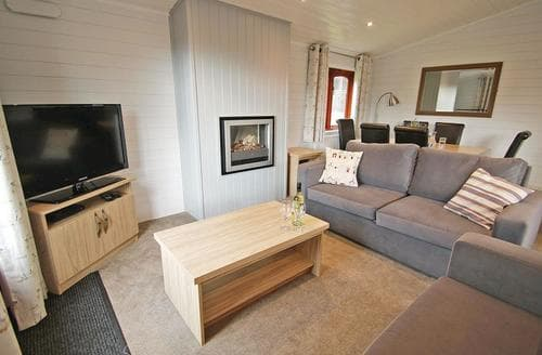 Last Minute Cottages - Charming Milford On Sea Lodge S112006