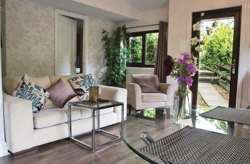 Last Minute Cottages - Kingfisher Lakeside Lodge