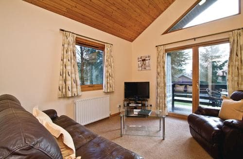 Last Minute Cottages - Cosy Fowlis Lodge S110689