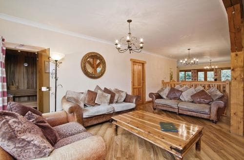 Last Minute Cottages - Beautiful Fowlis Lodge S113302
