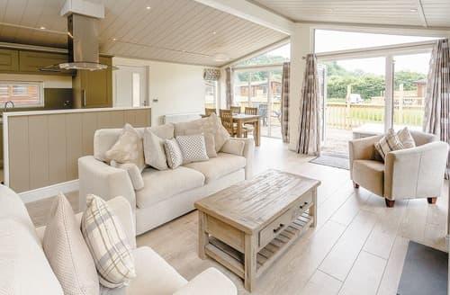 Last Minute Cottages - Luxury Westbury Lodge S108450