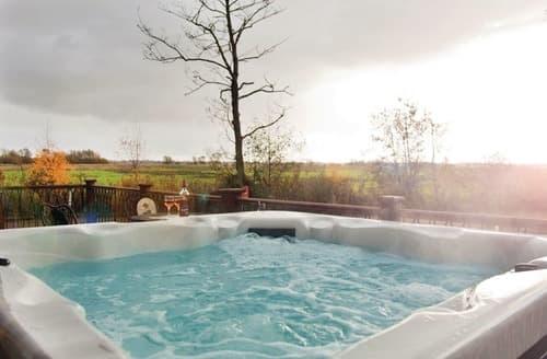 Last Minute Cottages - Retreat Spa 2