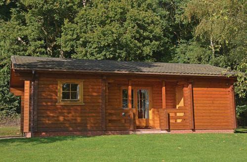 Last Minute Cottages - Four Oaks Lodge