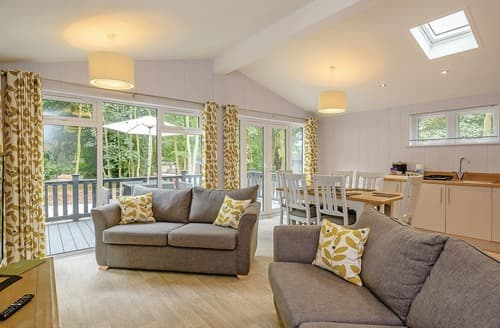 Last Minute Cottages - Lovely Woolverstone Lodge S108475