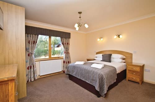 Last Minute Cottages - Cosy Kincaple Lodge S106302