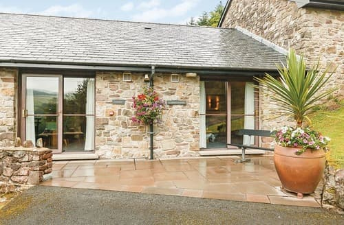 Last Minute Cottages - Delightful Brecon Beacons National Park Lodge S108082