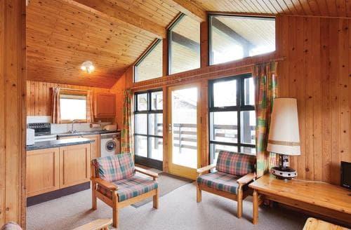 Last Minute Cottages - Loch Earn Villa