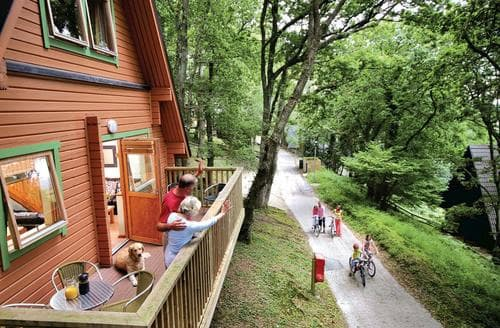 Last Minute Cottages - Traditional Woodland Lodge Six
