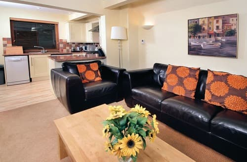 Last Minute Cottages - Deluxe Woodland Lodge Two