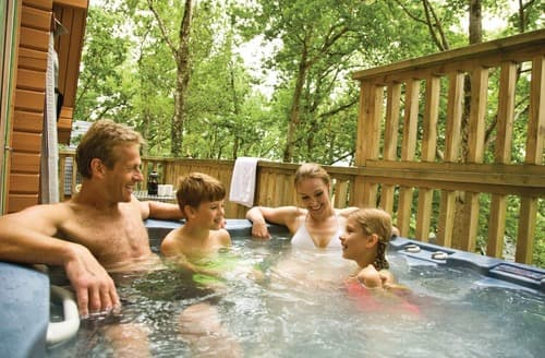 Dog Friendly Cottages - Deluxe Woodland Lodge Four