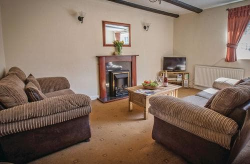 Last Minute Cottages - Beautiful Hunmanby Lodge S110305
