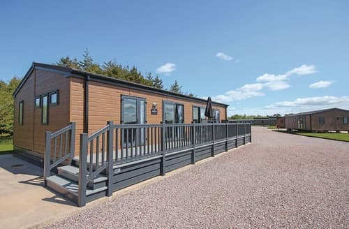 Last Minute Cottages - Lovely Annan Lodge S120866