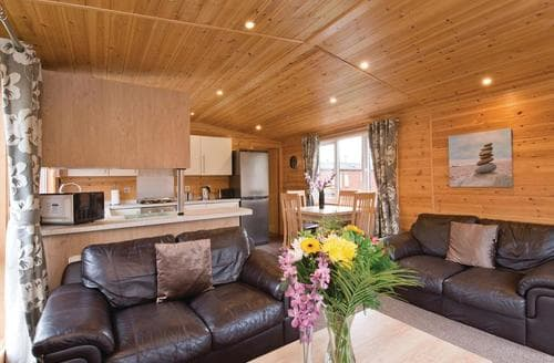 Last Minute Cottages - Tasteful Overseal Lodge S110188