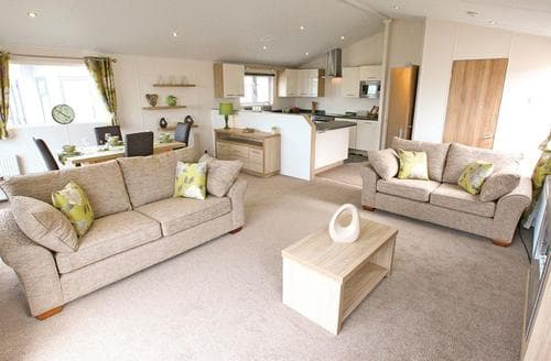 Last Minute Cottages - Beautiful Thorness Lodge S106999