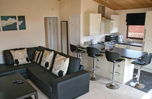 Last Minute Cottages - Inviting Weston On Trent Lodge S112292